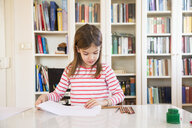 Little girl painting at home - LVF07126