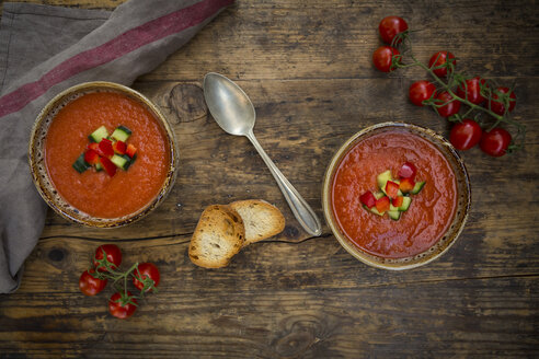 Gazpacho with cucumber and paprika topping - LVF07131