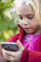 Portrait of little girl using smartphone - JFEF00887