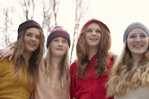 Portrait of four teenage girls in hats - CUF33801