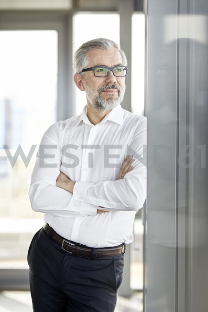 Portrait of smiling businessman looking out of window - RBF06341 - Rainer Berg/Westend61