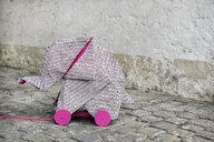 Origami elephant on rolls - PSTF00121