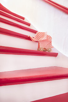 Stairs with origami elefant - PSTF00127