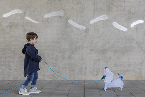 Little boy with origami dog - PSTF00145