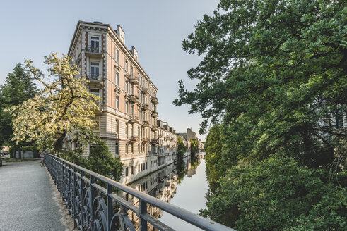 Germany, Hamburg, Eppendorf, residential buildings at Isebek canal - KEBF00832
