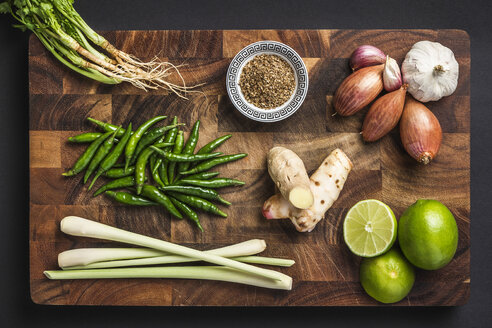 Ingredients for making green curry paste - CUF35581