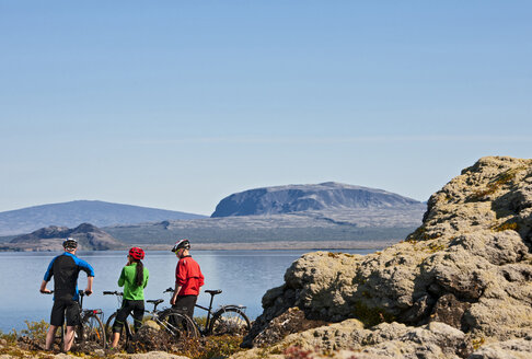 Cyclists looking out over Thingvallavatn,  Nesjavellir, Thingvellir national park, Iceland - CUF36429