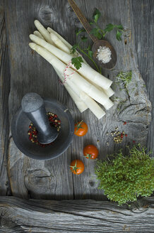 White asparagus, parsley, cress, salt and mixed peppercorns on wood - ASF06187