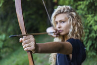 Archeress aiming with her bow, close-up - TCF05492