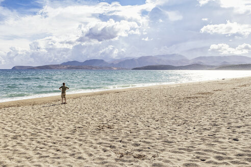 Greece, Peloponnese, Mani peninsula, man at the beach of Mavrovouni - MAMF00138