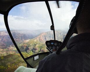 USA, Hawaii, Kauai, helicopter flight above Waimea Canyon - CV00928