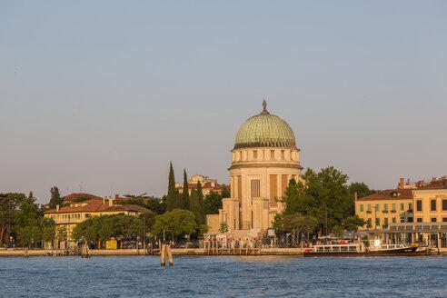 Italy, Province of Venice, Lido di Venezia in the evening light - JUNF01074