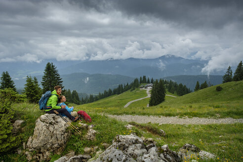 Germany, Lenggries, young hiker couple having a rest - LBF02003