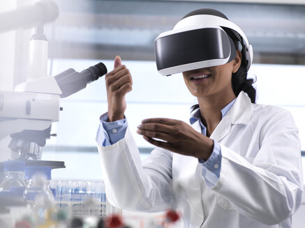Female scientist using virtual reality to understand a research experiment in the laboratory - ABRF00158