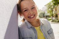 Teenage girl smiling, portrait - ISF16091