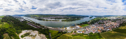 Germany, Rhineland-Palatinate, Bingen region, Rochus Mountain, Aerial view of Kempen am Rhein and Ruedesheim am Rhein - AMF05801