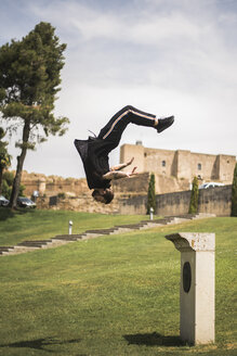 Young man doing parkour in a park - ACPF00088