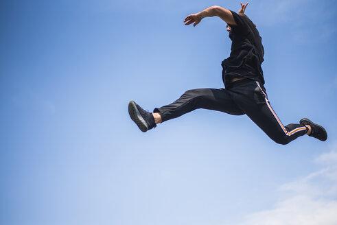 Man jumping in the air - ACPF00091