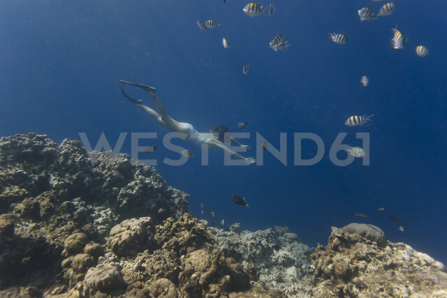 Indonesia, Bali, young woman snorkeling - KNTF01131 - Konstantin Trubavin/Westend61