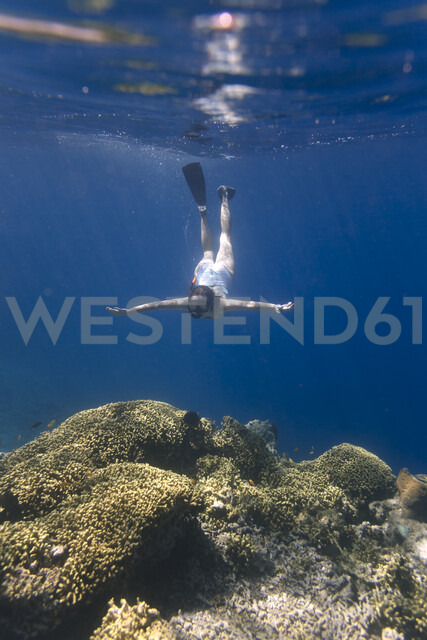 Indonesia, Bali, young woman snorkeling - KNTF01137