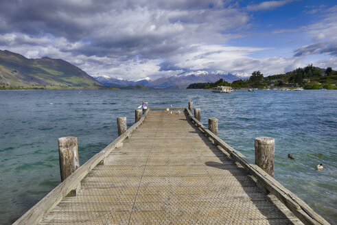 New Zealand, South Island, Lake Wanaka, jetty at Roys Bay - RUEF01909