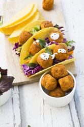 Tacos with mixed salad, sweet patato Falafel, carrot, red cabbage, yoghurt sauce, parsley and black sesame - LVF07231