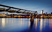 Millennium Bridge lit up at night - CUF40258