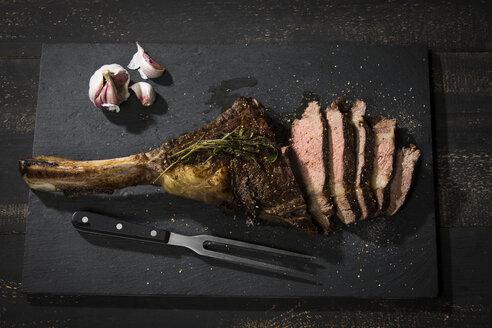 Grilled tomahawk steak and garlic - MAEF12677