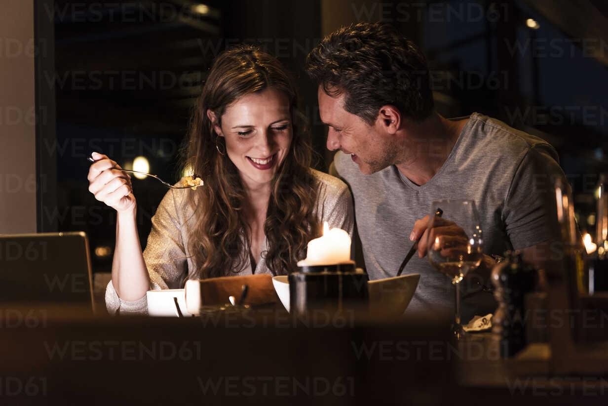 Smiling couple having dinner together - UUF14549 - Uwe Umstätter/Westend61