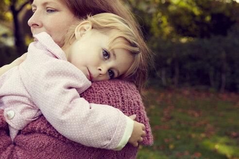 Mother hugging daughter - CUF40417