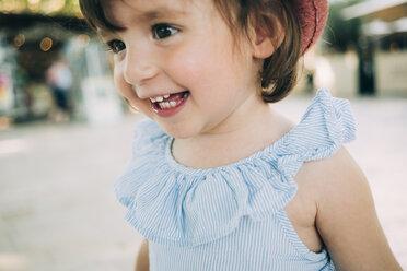Portrait of happy toddler girl outdoors - GEMF02108