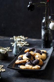 Almond crescents on platter - SBDF03623