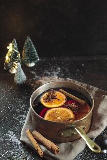 Pot of mulled wine - SBDF03650