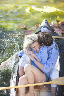 Young romantic couple fooling around in rowing boat - CUF42802