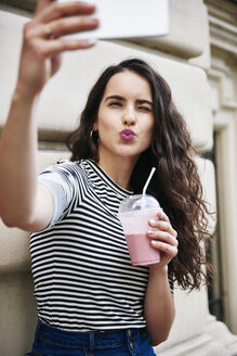 Young woman taking a selfie in the city - ABIF00680