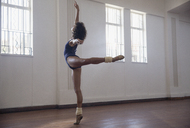 Graceful young female dancer practicing in dance studio - HOXF03636
