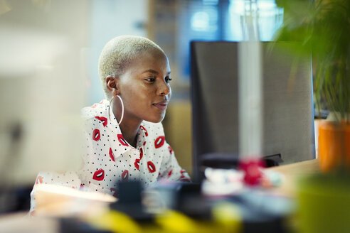Focused businesswoman working at computer in office - CAIF20993