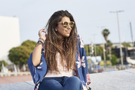 Portrait of smiling woman wearing sunglasses outdoors - JNDF00002
