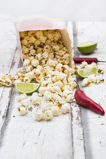 Box of popcorn flavoured with chili and lime - LVF07318