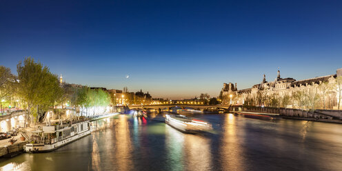 France, Paris, Pont du Carrousel with tourist boats at night - WDF04719