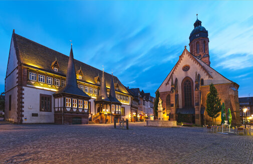 Germany, Lower Saxony, Einbeck, Old town, Old town hall and St. Jacobi Church at blue hour - KLRF00630