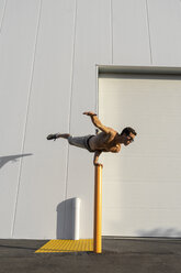 Acrobat training on a pole - AFVF00969