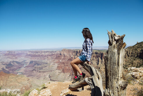 USA, Arizona, Grand Canyon National Park, Grand Canyon, woman looking at view - GEMF02207