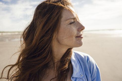 Portrait of a redheaded woman on the beach - KNSF04250