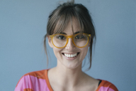 Young woman wearing glasses, portrait - JOSF02432