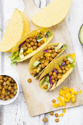 Vegetarian tacos filled with in curcuma roasted chick peas, yellow paprika, avocado, salad and red cabbage - LVF07325