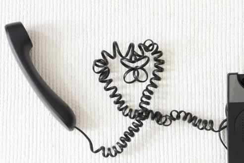 Black heart-shaped phone cord on white ground - CMF00832
