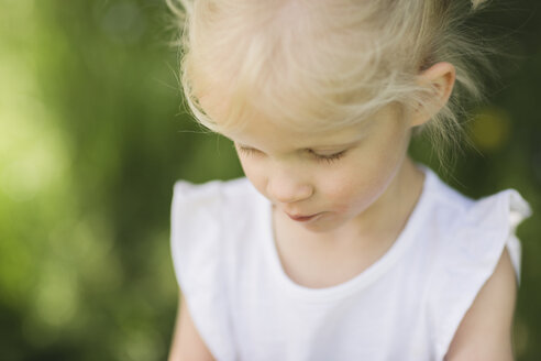 Blond little girl looking down - NMSF00214