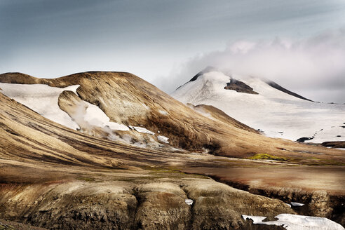 Iceland, South West, Landmannalaugar, Reykjafell, landscape and snow - DMOF00060