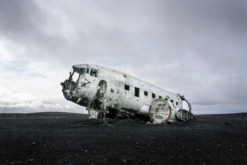 Iceland, Solheimasandur, plane wreck in the desert - DMOF00066